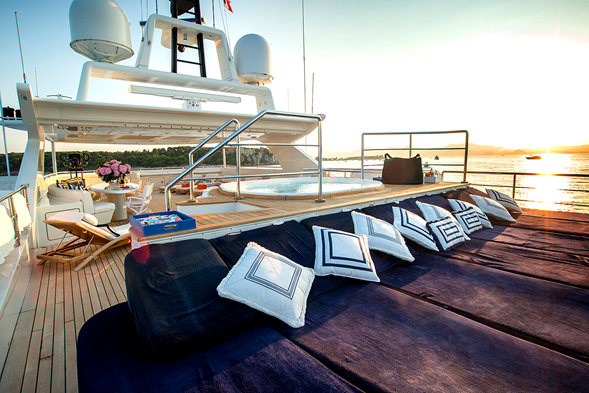 st-lucia-mega-yacht