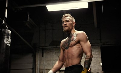 Conor-Mcgregor-assult-on-floyd-mayweather-press-conference