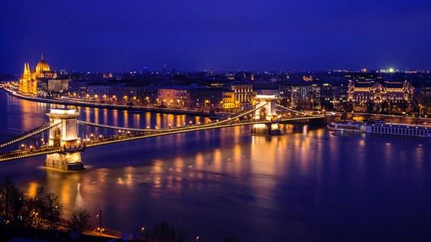 danube_river_hungarian_parliament_budapest