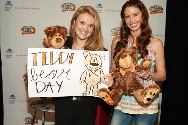Shannon Elizabeth Lends a Hand at Mount Sinai Kravis Center