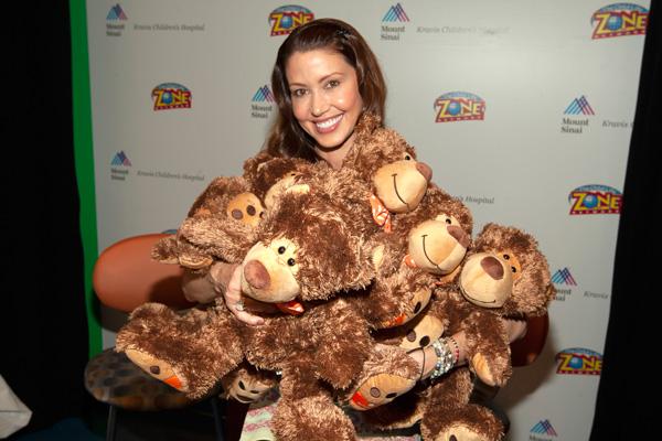 Shannon-Elizabeth-Holding-Teddy-Bears