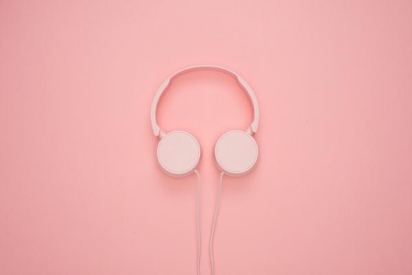white-headphones-1037999