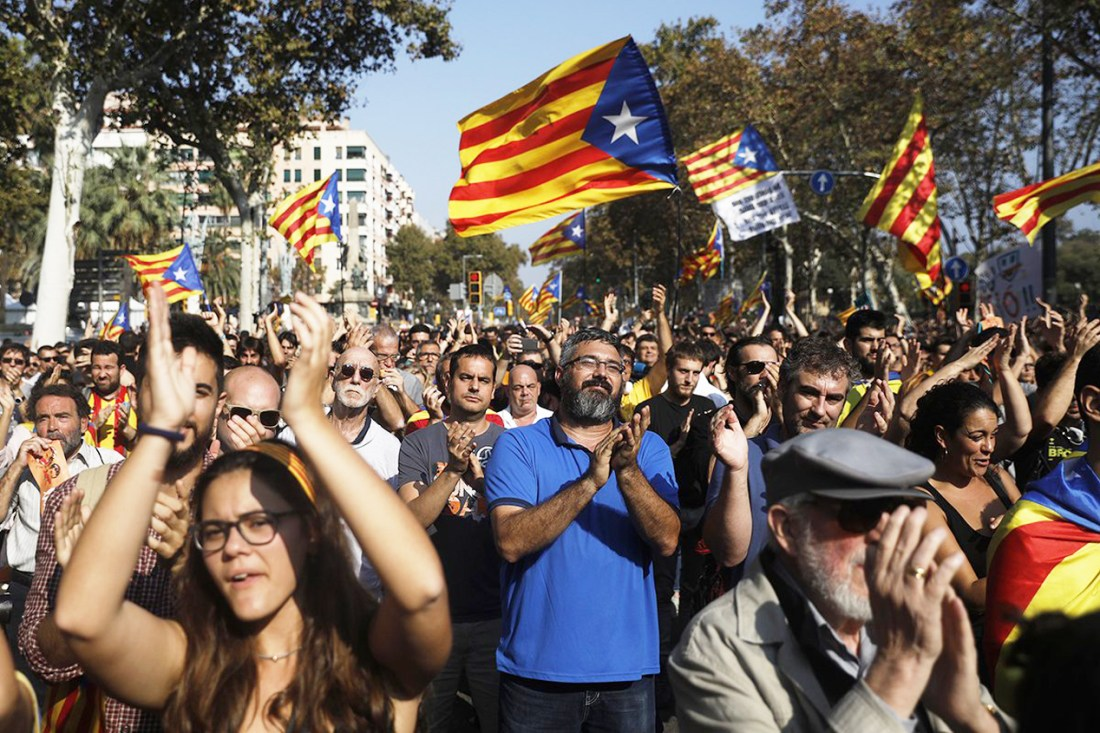 Nov. 2017 Catalonia clapping