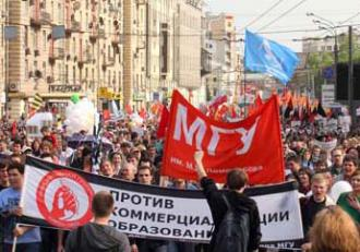 Demonstrators in the streets of Moscow on May 6 (Sergey Kukota)