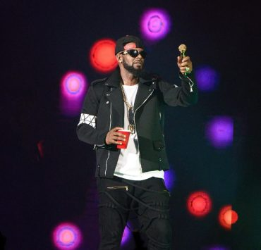 R. Kelly Charged With Sexual Abuse of Four Victims, Three of Them Underage 2