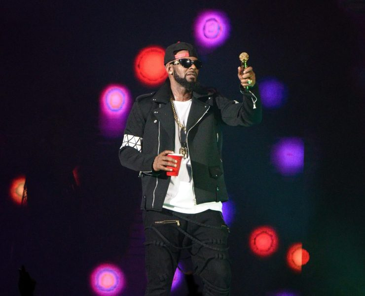 R. Kelly Charged With Sexual Abuse of Four Victims, Three of Them Underage 3