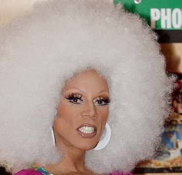 "RuPaul Signs Copies Of ""Starbooty"""