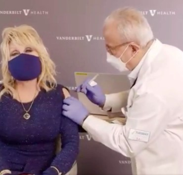 Dolly Parton received COVID 19 vaccine