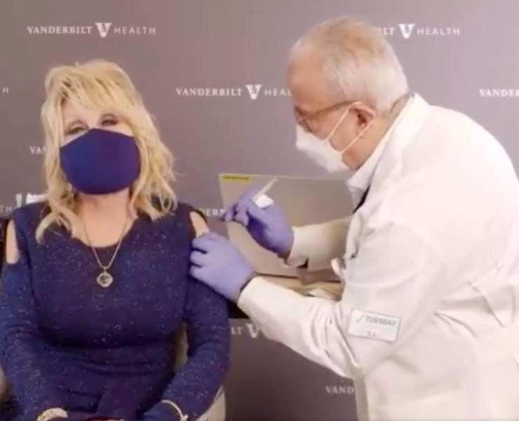 Dolly Parton received COVID 19 vaccine