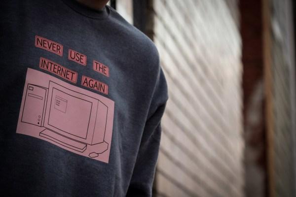 Social Living _Model_Sweatshirt__Never use the internet
