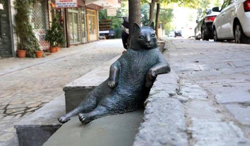 istanbul cat statue