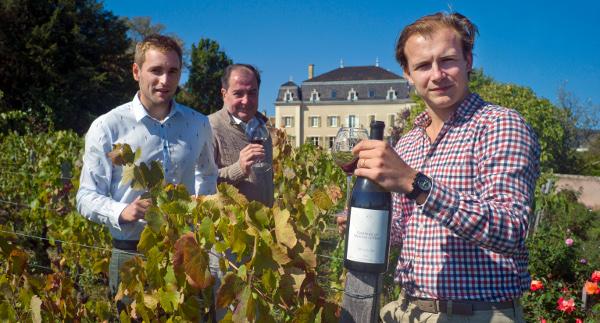 CHateau du Moulin a Vent Team Staff in vineyard Jean-Jacques Parinet Edouard Brice Laffond winemaker social vignerons