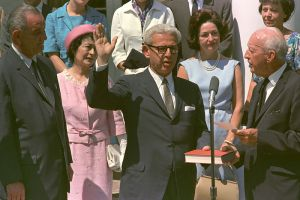 Arthur Goldberg raises his hand and takes the oath of office.
