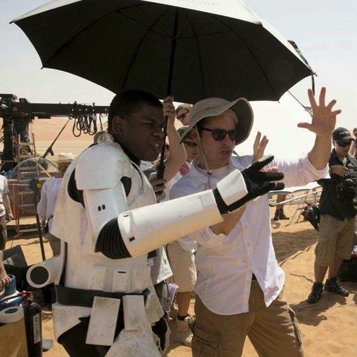 John Boyega conta mais detalhes sobre seu personagem em O Despertar da Força!