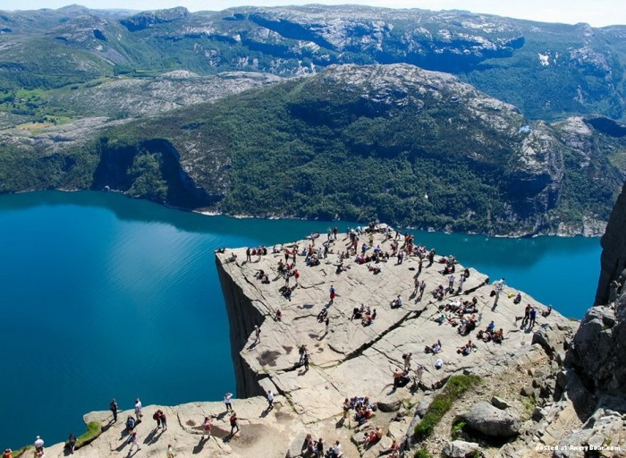 Preikestolen_Pulpit_rock_1