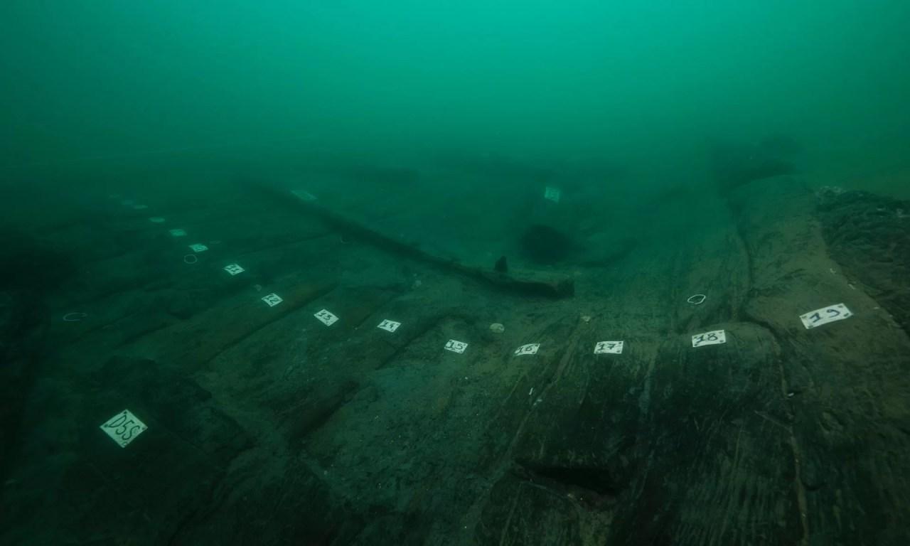 O casco de madeira do navio 17, que confirma os relatos do historiador grego Heródoto. Foto: Christoph Gerigk / Franck Goddio / Fundação Hilti