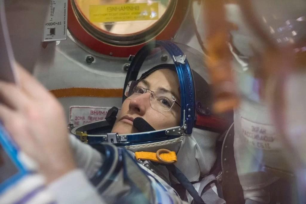 Primeira caminhada espacial feminina é cancelada
