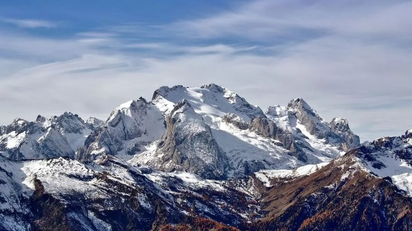 Marmolada (3 343 m), uma montanha no nordeste da Itália, é a mais alta das Dolomitas, uma seção alpina.