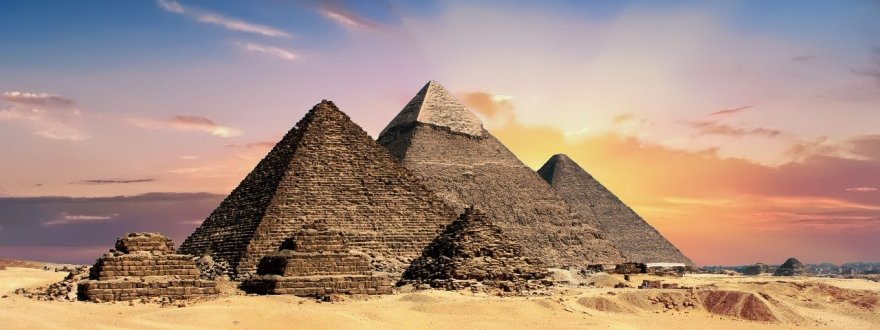 três pirâmides de Gizé