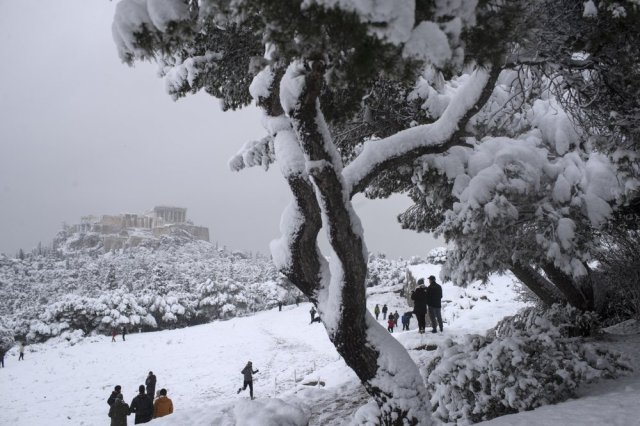 Neve na Acrópole de Atenas essa semana