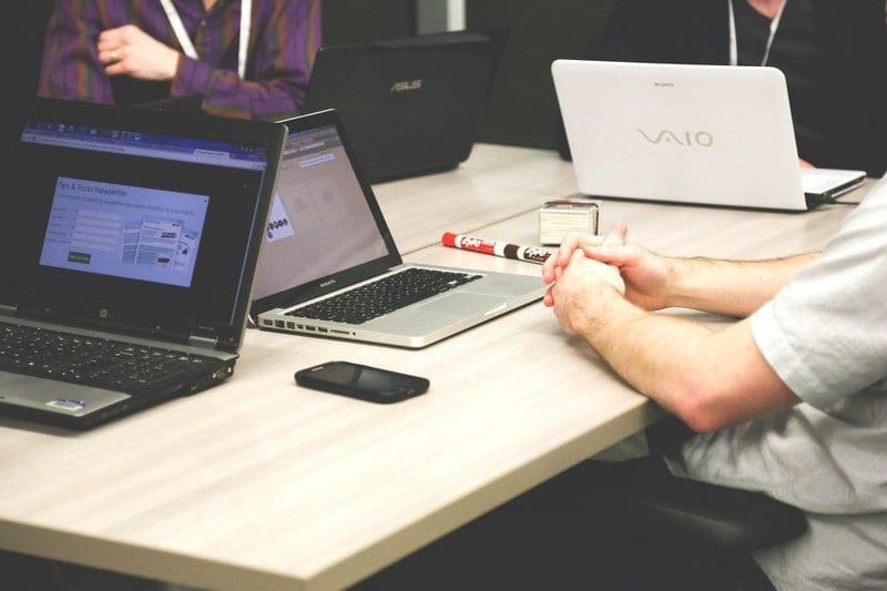 créer une société informatique à Dubaï