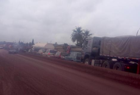"Stream Of Curses On ""People In Power"" As Chaos, Suffering Establish Home On Old Lagos, Abeokuta Expressway"