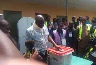 """Fayose Finally """"Surfaced"""" At Polling Booth Minutes To Deadline"""