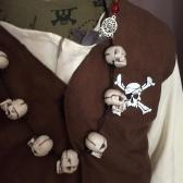 Pour faire plaisir à son petit bonhomme rien de mieux qu'un collier fabriquer avec les décos d'Halloween.