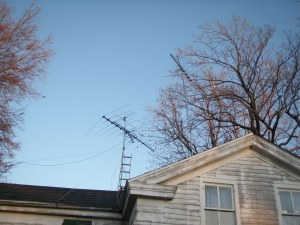 picture of house with old fashioned aerial antenna