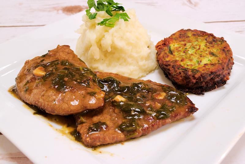 Φιλέτα βόειο κρέας σε ένα σκόρδο και μαϊντανό σάλτσα (Σοφρίτο)