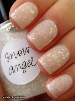 blogmas 2015, day 10, festive christmas nail art, white and gold, gentle, subtle, snowflakes and stars, inspiration, tumblr, pinterest, artsy
