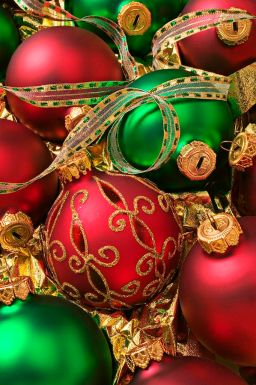 blogmas 2015, day 13, red and green appreciation post, christmas colours, baubles, tree ornaments, festive, artsy, tumblr, pinterest