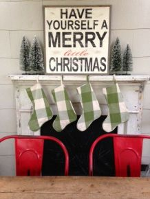 blogmas 2015, day 13, red and green appreciation post, christmas colours, stockings, fireplace, artsy, tumblr, pinterest.
