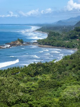 For those who didn't take geography at school (like me!), Costa Rica is on the isthmus (land bridge) between North and South America. It therefore has a Pacific and a Caribbean coastline. Doesn't look like the Oregon coast, does it?