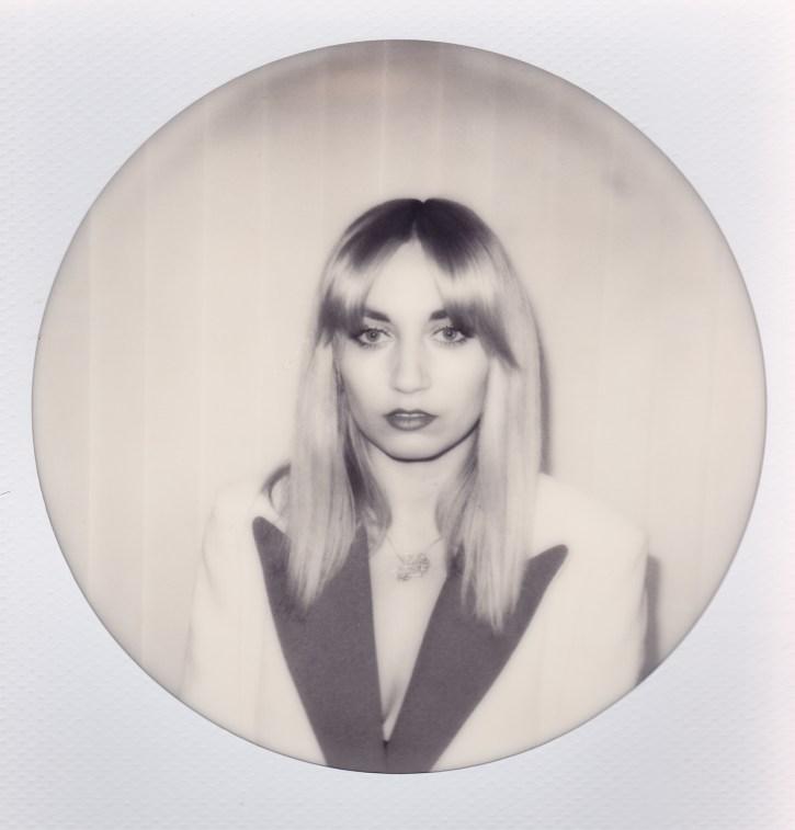 Grace Lightman - Fangs - Sodwee.com