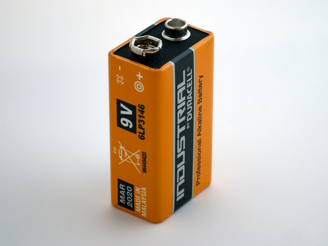 Battery electromagnet