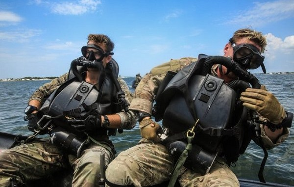 Special Forces Combat Divers - rebreather
