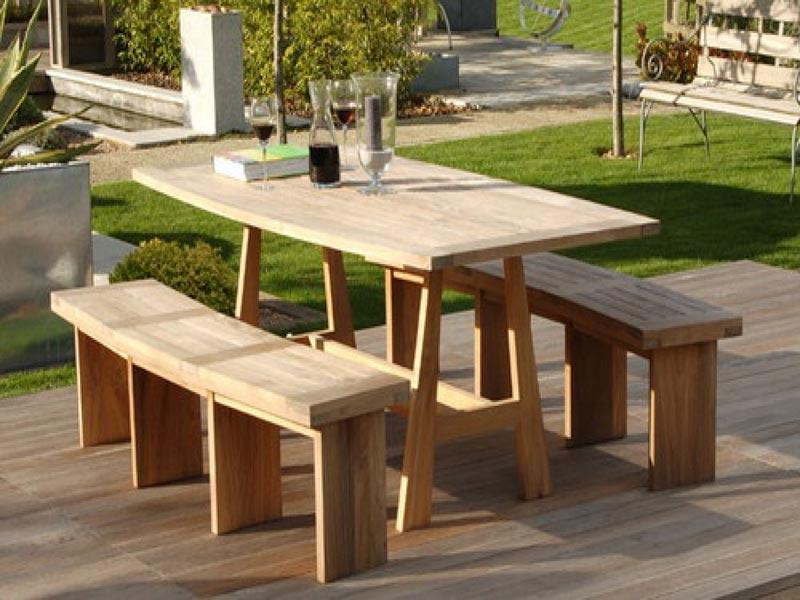 Chunky Garden Furniture Easily Transforms a Garden Space