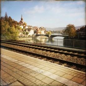 Vom Bahnhof Badisch-Laufenburg zur Grenzbrücke geguckt