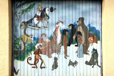 Garagentor mit Dschungelbuch-Personal