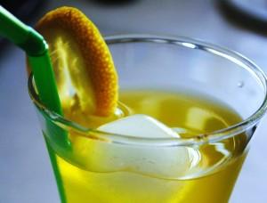 Αρωματική λεμονάδα με σαφράν και καρδάμωμο , χωρίς ζάχαρη.