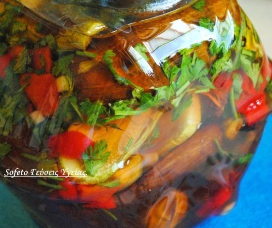 Οι γεύσεις του καλοκαιριού ,κλεισμένες σ' ένα βάζο,(τουρσί).