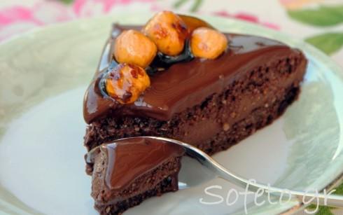 Τούρτα σοκολάτα με πραλίνα φουντουκιού και καραμελωμένα φουντούκια αλά Sofeto!