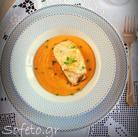 Φιλέτο σφυρίδας στο φούρνο με βελουτέ σούπα από κόκκινες φακές και γλυκοπατάτα.