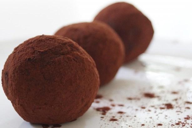 Dadelkugler med choko/peanutsmag