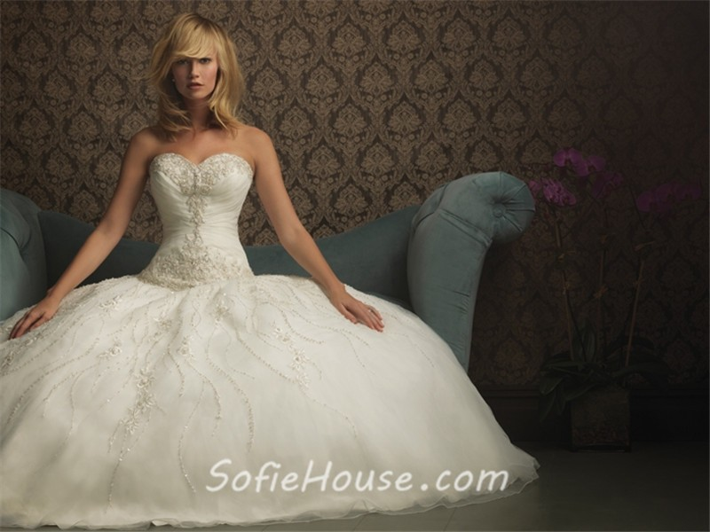 Ball Gown Sweetheart Organza Wedding Dress With Sparkle