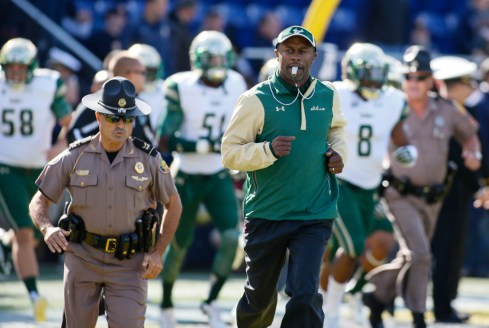 USF, Willie Taggart Calling ALL Fans in 2016 SoFloBulls.com (1000x667)