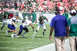 38 USF vs ECU 2016 - USF WR Rodney Adams cuts up field 2 (5725x3822)