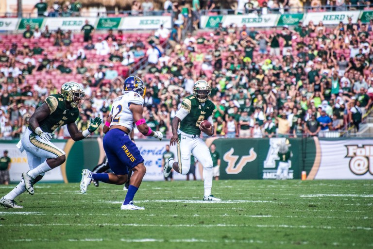 44 USF vs ECU 2016 - USF QB Quinton Flowers rushes as D'Ernest Johnson looks to block ECU LB Devon Sutton (6016x4016)