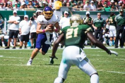 58 USF vs ECU 2016 - USF S Khalid McGee lurks on ECU QB Phillip Nelson (4581x3058)